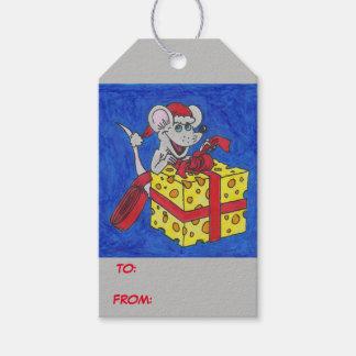 Ratón del navidad con las etiquetas del regalo del