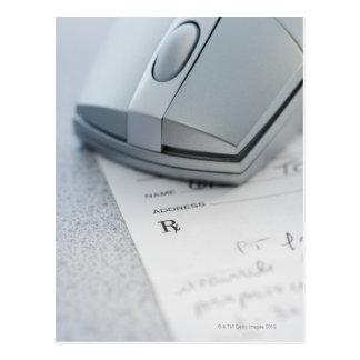 Ratón del ordenador en la prescripción escrita postal