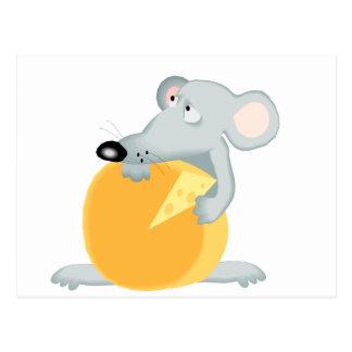 Ratones tristes del ratón que sostienen el queso postal