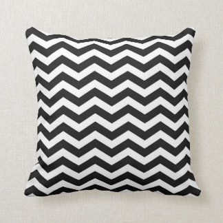 Raya blanco y negro del zigzag de Chevron Cojín Decorativo