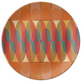 Raya ondulada del color plato de porcelana