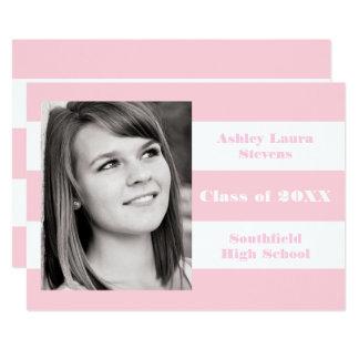 Raya rosada y blanca - invitación de la graduación
