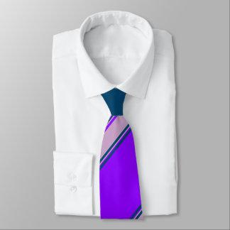 Raya violeta de la universidad de la lila y del corbata