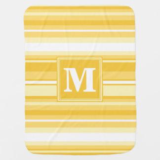Rayas amarillas del monograma mantitas para bebé