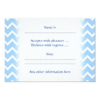 Rayas azul claro y blancas del zigzag invitación 8,9 x 12,7 cm