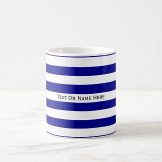 Rayas azul marino y blancas del nombre de encargo taza de café