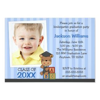 Rayas azules del oso de la graduación de la foto invitación 12,7 x 17,8 cm