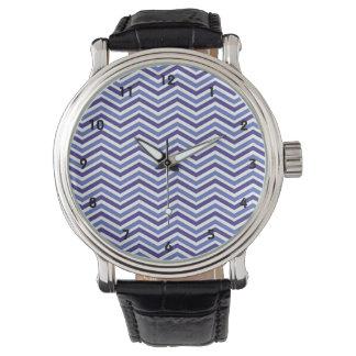 Rayas azules y blancas violetas de Chevron Reloj