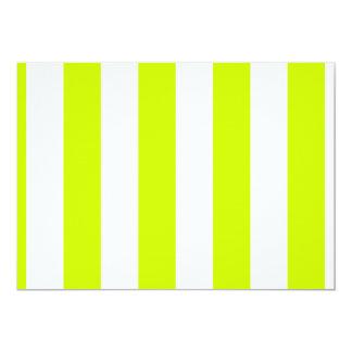 Rayas - blancas y amarillo fluorescente invitación 12,7 x 17,8 cm