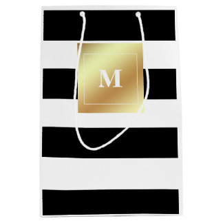Rayas blancos y negros con el falso monograma del bolsa de regalo mediana