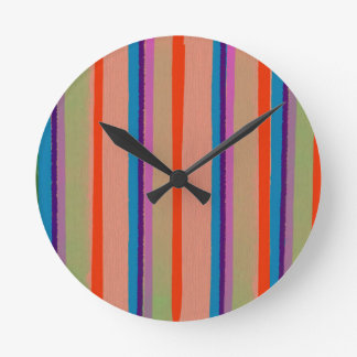 Rayas coloridas del payaso de circo reloj redondo mediano