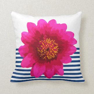 Rayas de azules marinos hermosas de la flor de las cojín decorativo