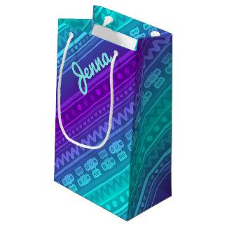 Rayas de la cámara en tonos púrpuras y azules bolsa de regalo pequeña