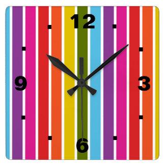 Rayas del arco iris reloj cuadrado