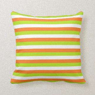 Rayas del naranja, de la verde lima y del blanco cojín decorativo