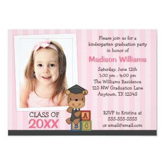 Rayas del rosa del oso de la graduación de la foto invitación 12,7 x 17,8 cm