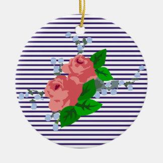 Rayas elegantes y rosas del marinero adorno redondo de cerámica