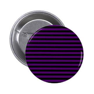 Rayas finas - negras y violeta oscura chapa redonda de 5 cm