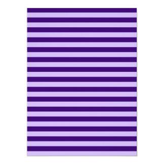 Rayas finas - violadas claras y violeta oscura invitación 16,5 x 22,2 cm