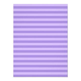 Rayas finas - violetas y violadas claras invitación 16,5 x 22,2 cm