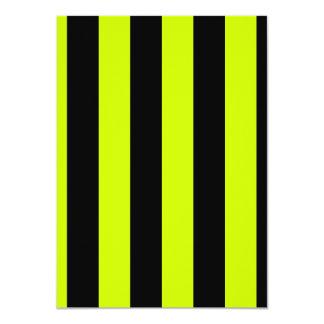 Rayas - negras y amarillo fluorescente invitación 11,4 x 15,8 cm