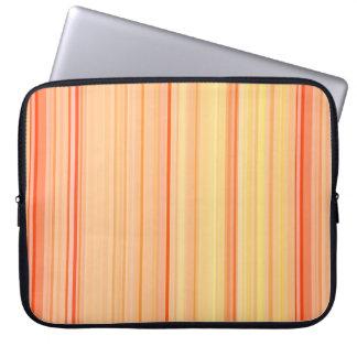 Rayas verticales rayadas amarillo-naranja funda para portátil