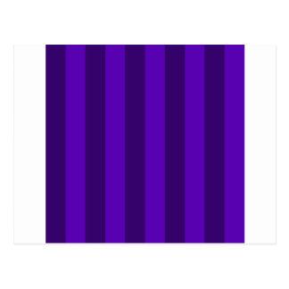 Rayas - violetas y violeta oscura tarjeta postal