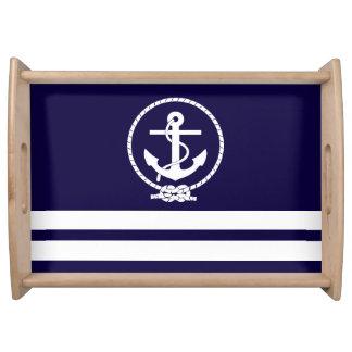 Rayas y ancla náuticas en azules marinos bandejas