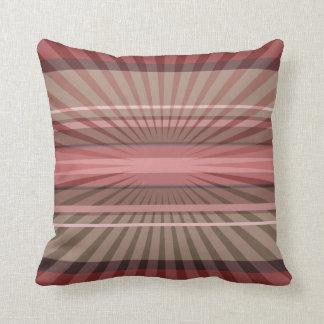 Rayos y rayas geométricos abstractos en un cojín decorativo