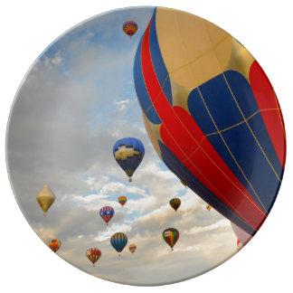 Raza del globo del aire caliente en Reno Nevada Plato De Porcelana