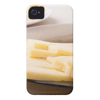 Rebanadas de queso y de pan en un primer de la funda para iPhone 4 de Case-Mate
