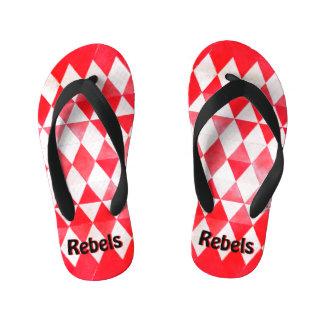 Rebeldes rojos y flips-flopes blancos del niño del chanclas para niños