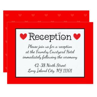 Recepción nupcial roja de los corazones - negra, invitación 8,9 x 12,7 cm