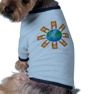 Reciclaje del mundo camiseta de perro