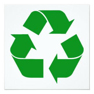Reciclando el símbolo - verde invitación 13,3 cm x 13,3cm