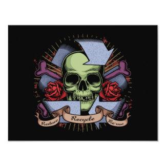 Recicle el cráneo w/Roses Invitación 10,8 X 13,9 Cm