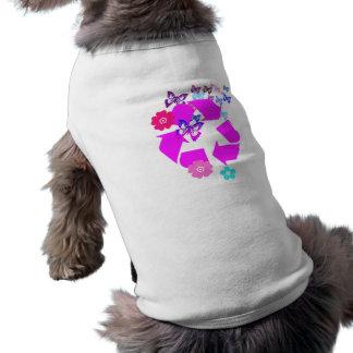 Recicle el símbolo con las mariposas y las flores camiseta sin mangas para perro