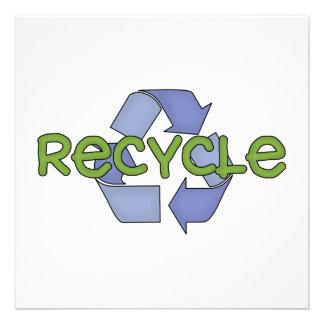Recicle las camisetas y los regalos comunicados