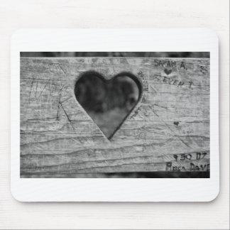 Recorte del corazón en madera alfombrilla de ratón