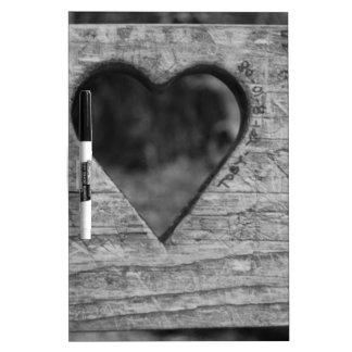 Recorte del corazón en madera pizarra