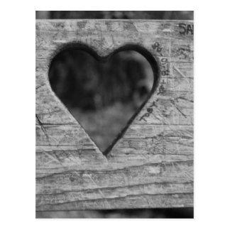 Recorte del corazón en madera postal