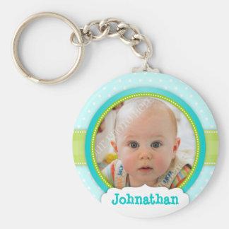 Recuerdo de encargo azul de la foto del bebé llavero redondo tipo chapa