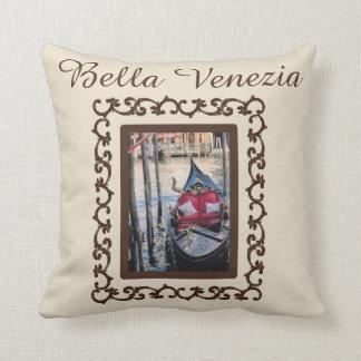 Recuerdo de Italia de la góndola de Bella Venezia Cojín Decorativo