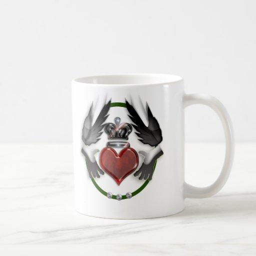 recuerdo del boda del corazón del claddagh tazas de café