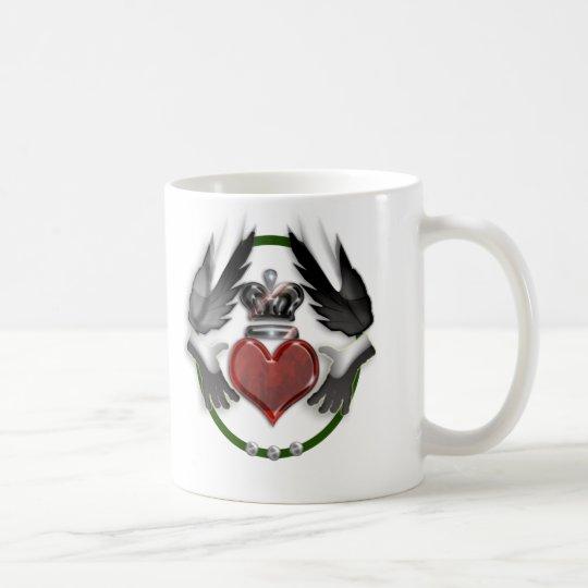 recuerdo del boda del corazón del claddagh taza de café