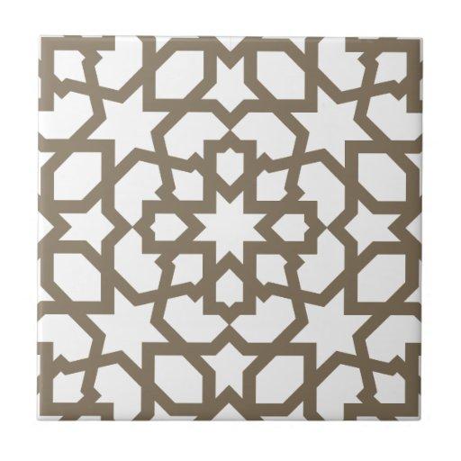 Red color oro de mosaico de geometría marroquí en teja