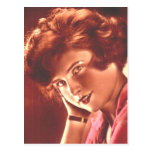 Redhead encantador del vintage postal