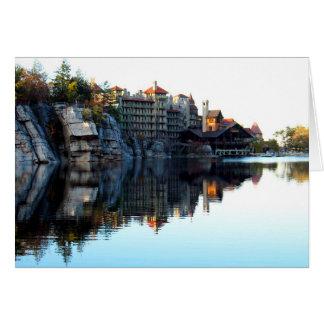 Reflexión de la casa de la montaña tarjeta de felicitación