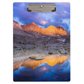 Reflexión de la montaña, California