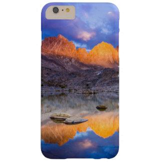 Reflexión de la montaña, California Funda Barely There iPhone 6 Plus